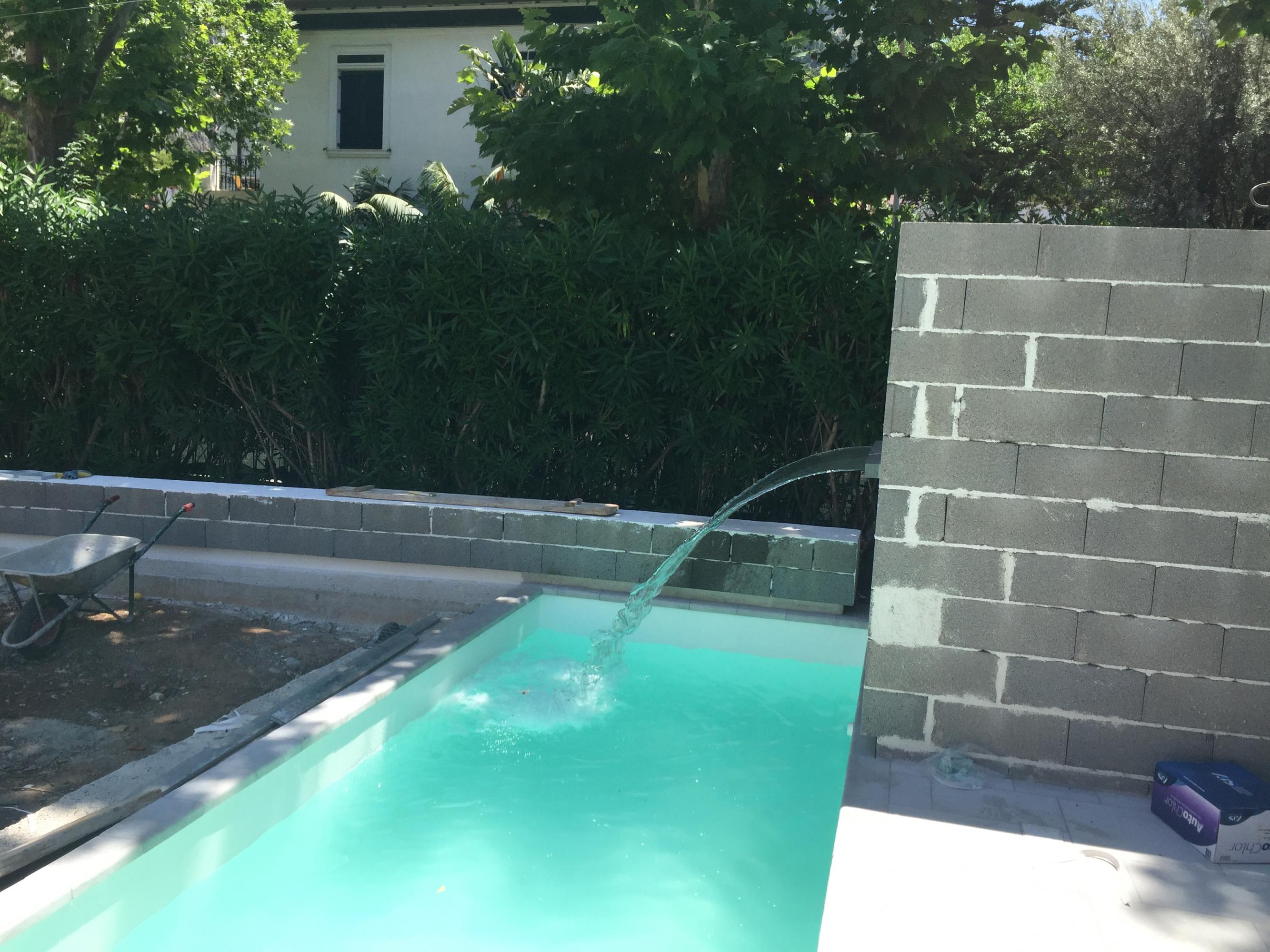 Piscina con cascata piscine foto lavori realizzati for Piscina con cascata
